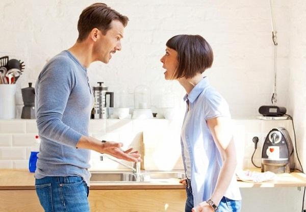 Супруги выясняют отношения